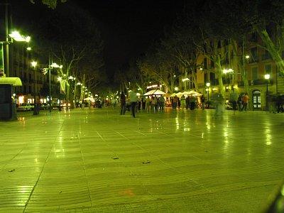 La Rambla v noci