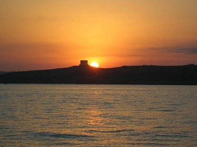 Západ slunce v Armier bay