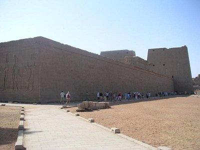 Hórův chrám v Edfu ze zadní strany (nahrál: admin)