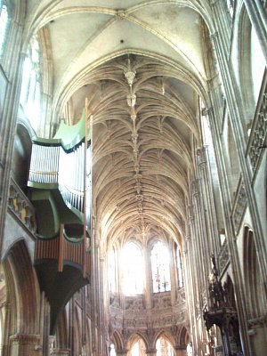 katedrála v Caen (nahrál: admin)