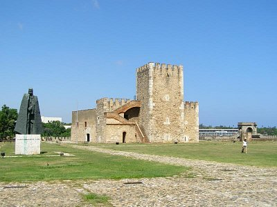 Fortaleza Ozama - Najstaršia vojenská pevnosť v Amerike.V histórii zohrala rozmanité role. (nahrál: V.Revický)
