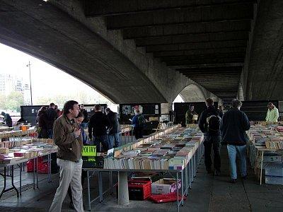Trh s knihami (nahrál: admin)