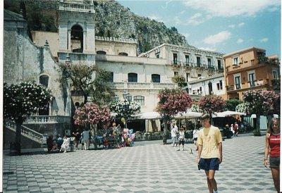 Náměstí s kostelem v Taormině (nahrál: KačaDOD)