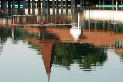 Jezero Hévíz - Znali jste, že jezero Hévíz je jedinečným jezerem s rašelinným základem na světě, který je vhodné na plávání?  Pobyt v Hévízu je vhodné ne jenom na léčení, ale i na prevence a na odpočinek. Základem je likvidace stresu a vytvoření harmonického a zdravého životního stylu. (nahrál: Ildiko Lancz)