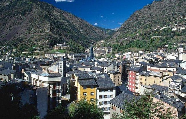 Za nákupy a lyžováním do Andorry