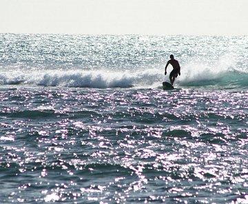 Surfing v nejlepší podobě plus svatební obřad!